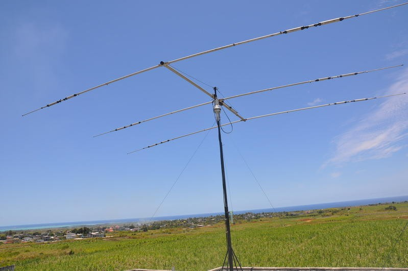 3B8FV J. Georges Gerard Moutou, New Grove, Mauritius Island. Antenna