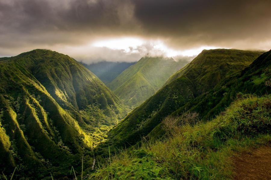 KH6CJJ Waihee Ridge Trail, Wailuku, Maui Island, Hawaiian Islands.