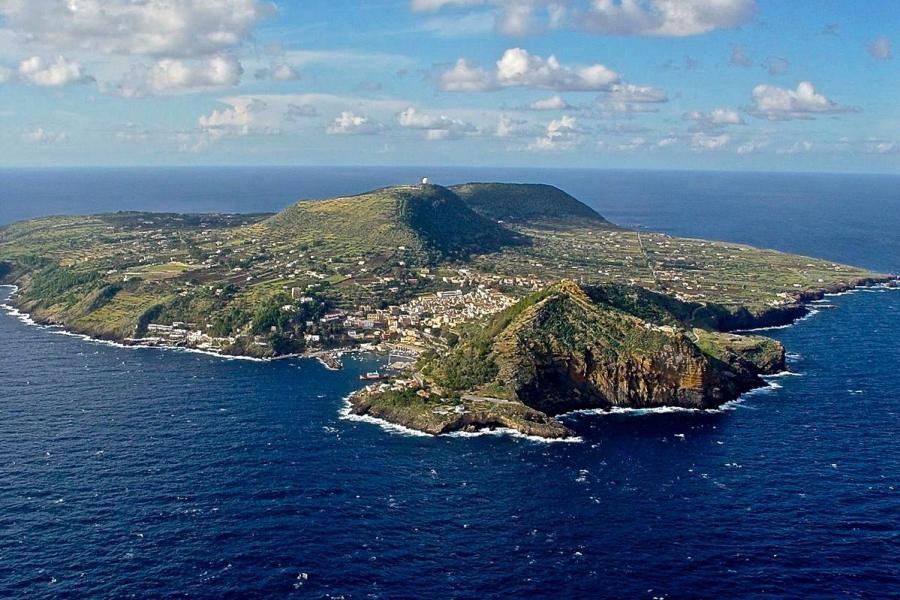 IE9A Ustica Island
