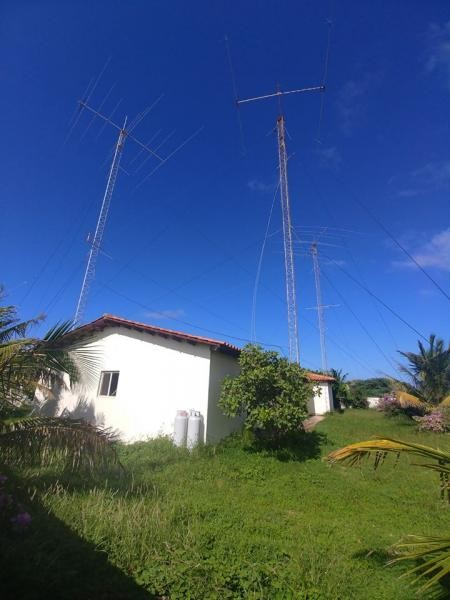 P40T Aruba Island House and Antennas