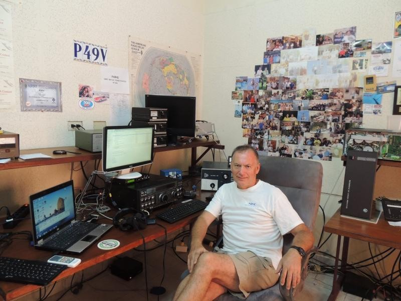 P40T Aruba Island Radio Room Shack