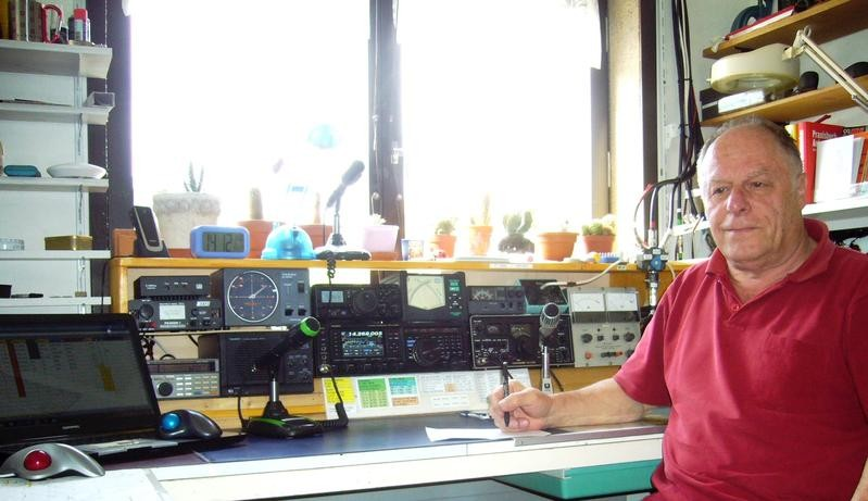 HB90MOZ Rudolf Kaech, Dotzigen, Switzerland. Radio Room Shack