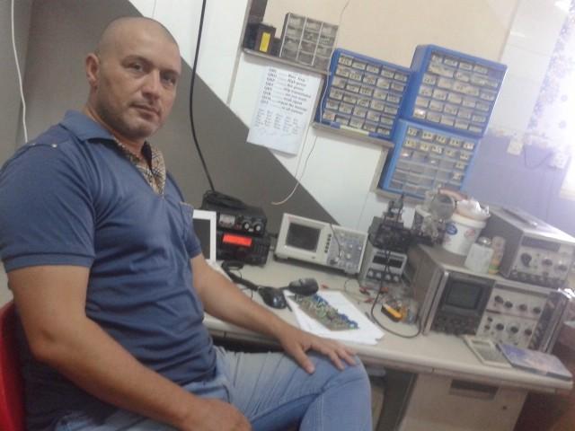 YI3WHR Wahhab Razzaq, Babil, Iraq. Radio Room Shack.