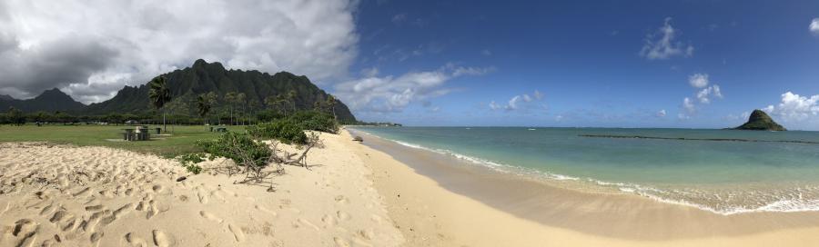 KH6/AK5Q Mokolii Island and Kualoa Beach, Oahu Island, Hawaiian Islands.