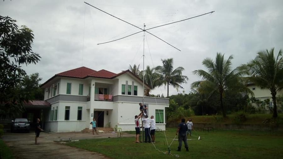 V84SAA Brunei Spiderbeam antenna ready