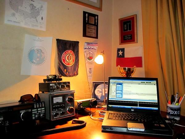 XQ3UP Esteban Asenjo Castruccio, Providencia, Santiago, Chile Radio Room Shack