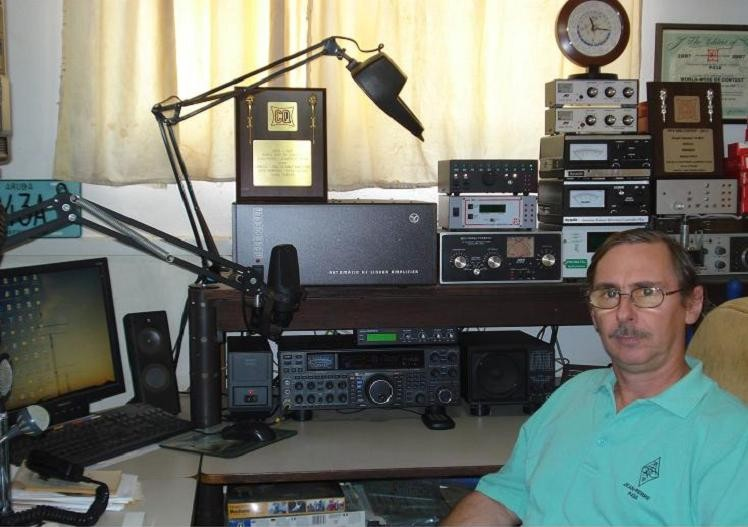 P43A Jean Pierre Lauwereys, Santa Cruz, Aruba. Radio Room Shack.