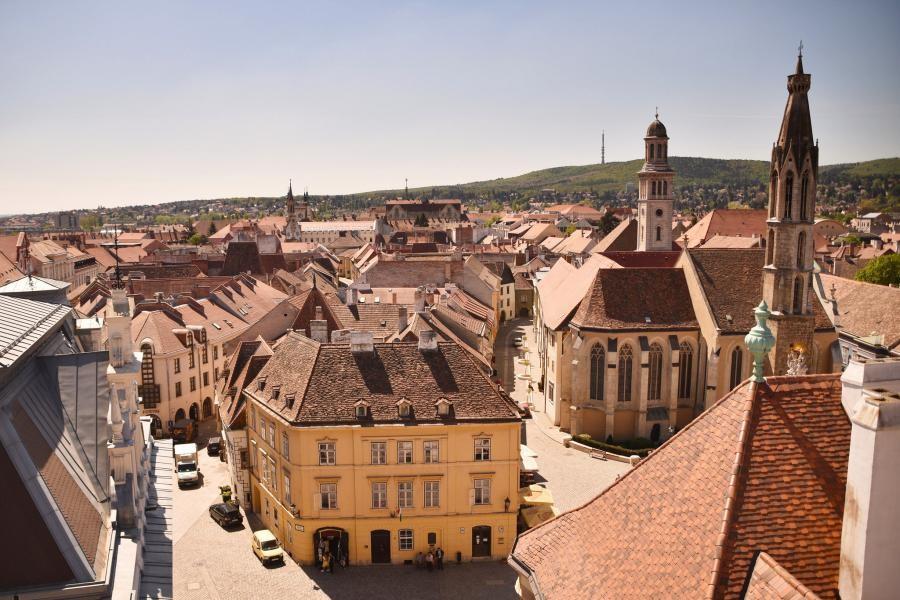 HG30PANEU Sopron, Hungary
