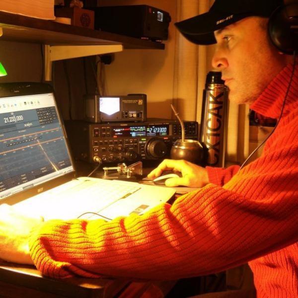 CX1CAK Gonzalo Vazquez Nahum, Montevideo, Uruguay. Radio Room Shack.