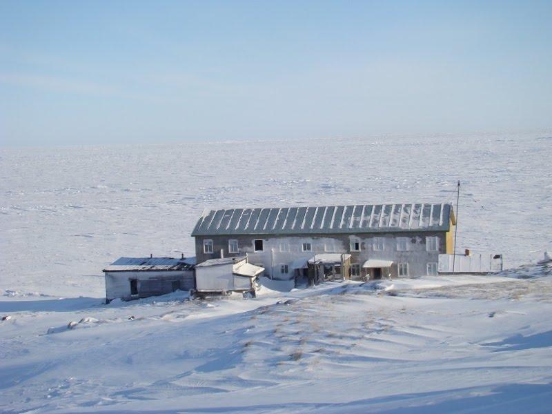 Chetyrekhstolbovoy (Četyrëchstolbovoj) Island, Medvezhyi Islands. Polar Station Остров Четырехстолбовой Медвежьи острова Полярная станция фото 1