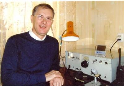 R100WJV Marat Adgamov, Ufa, Bashkortostan, Russia. Radio Room Shack.