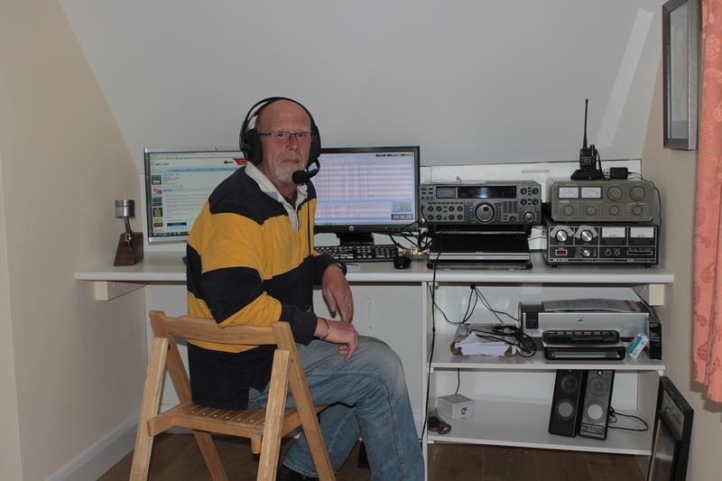 MM4D John Hotchin, Gatehead, Kilmarnock, Scotland. Radio Room Shack.