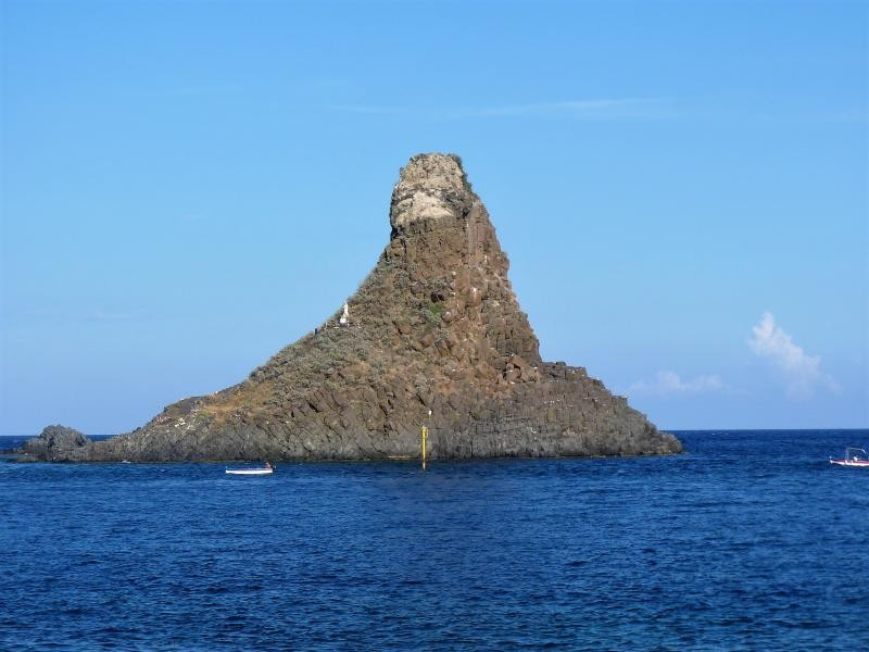 IJ9/DJ4EL Lachea Island