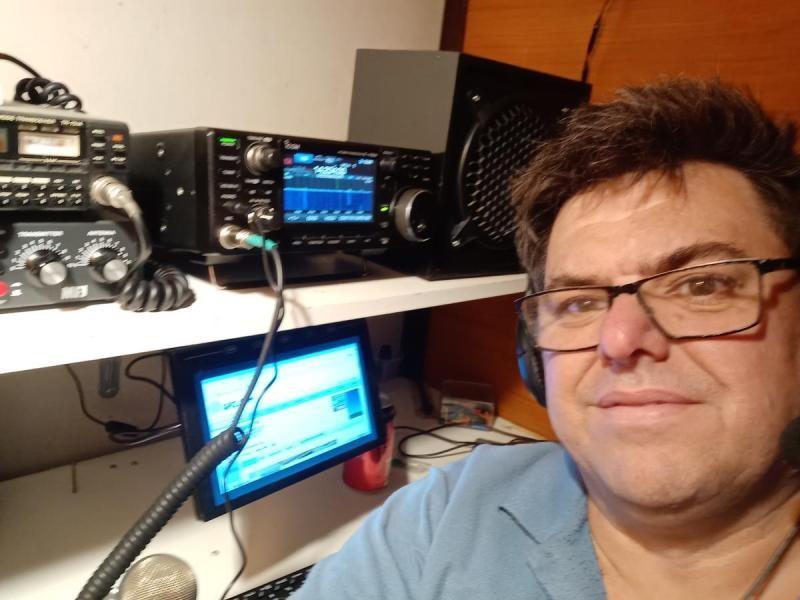 AX3DEK Derek Odgers, Moyston, Australia. Radio Room Shack.