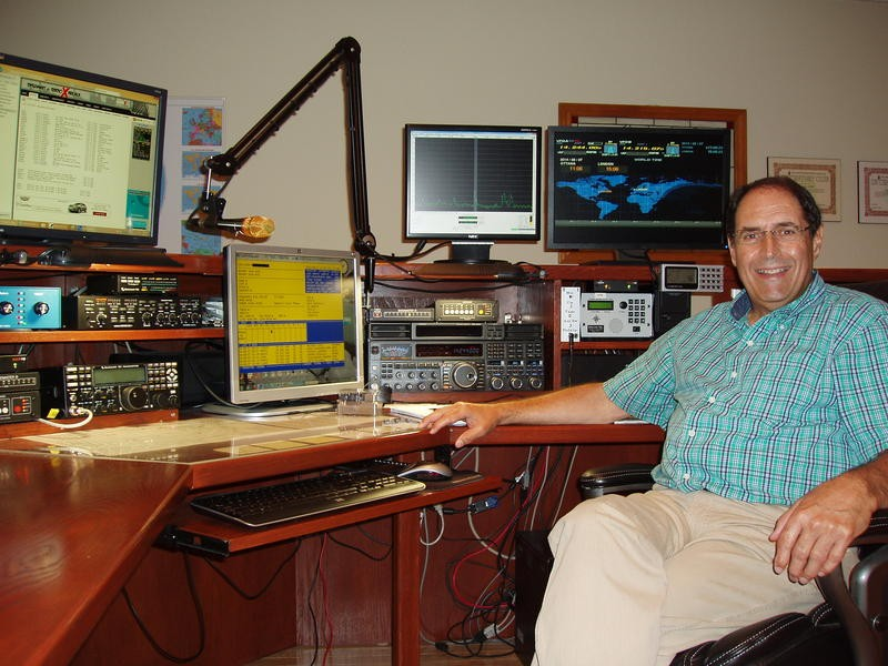 CK2Z Guy Lemieux, Magog, Quebec, Canada Radio Room Shack