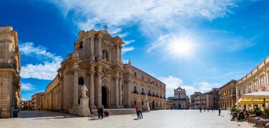 IT9/YL3DW The Cathedral of Syracuse, Sicily Island.