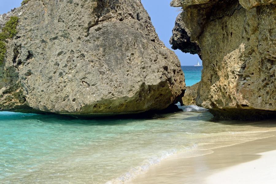PJ2/DL4OCF Curacao Island
