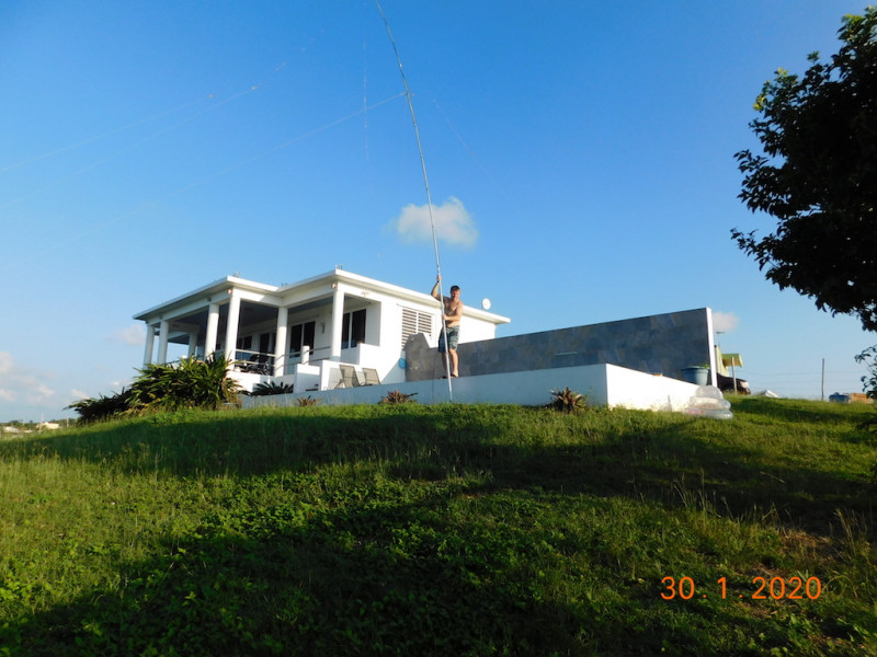 KP4/AA7CH Vieques Island Inverted Vee antenna