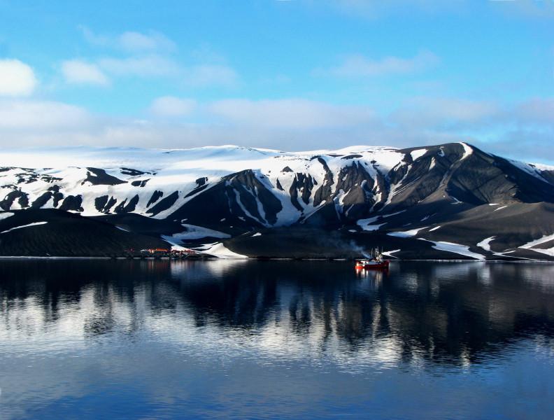 EA4FZR Gabriel de Castilla Antarctic Base Station, Deception Island, South Shetland Islands