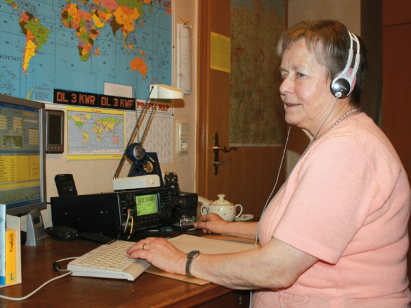 SK6SYL DL3KWR Scandinavian YL Radio Amateurs