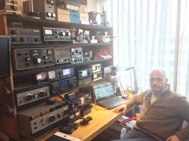 XQ3MCC Roland Gastelaars, Santiago, Chile. Radio Room Shack