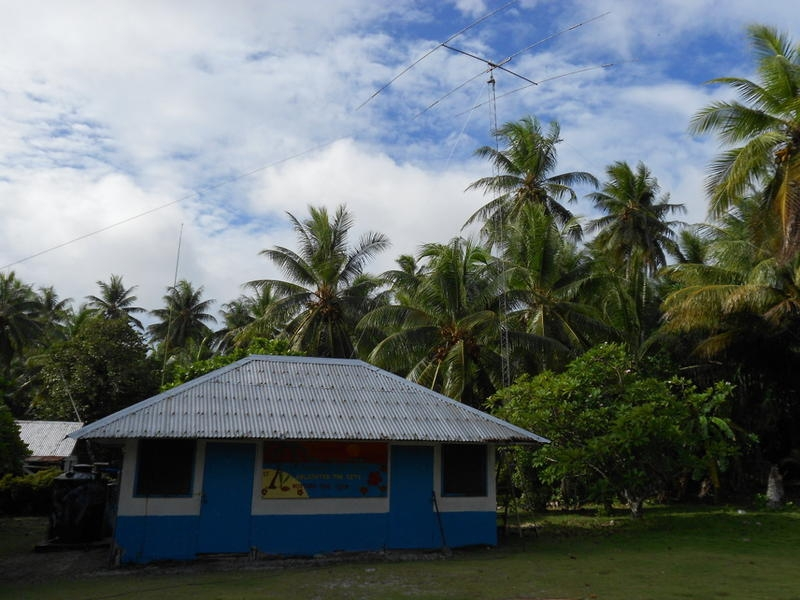 V63JB Federai, Ulithi Atoll, Micronesia. DX News House and Antennas