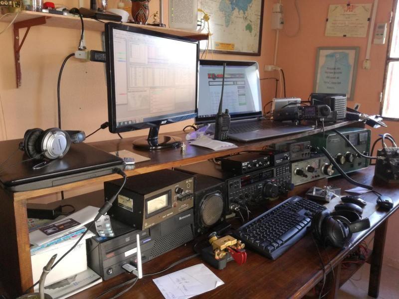 CX5UA Alan Pereyra, Treinta y Tres, Uruguay. Radio Room Shack
