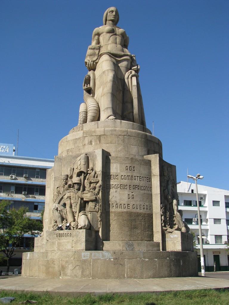C81DL Monument Grande Guerra, Maputo, Mozambique. DX News.