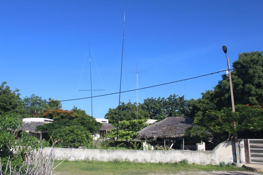 C8X C81G Ibo Island Antennas overview with 60m vertical in front
