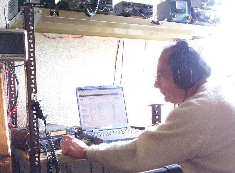 CX7AF Francisco Luis Escobar Bay, Montevideo, Uruguay. Radio Room Shack.