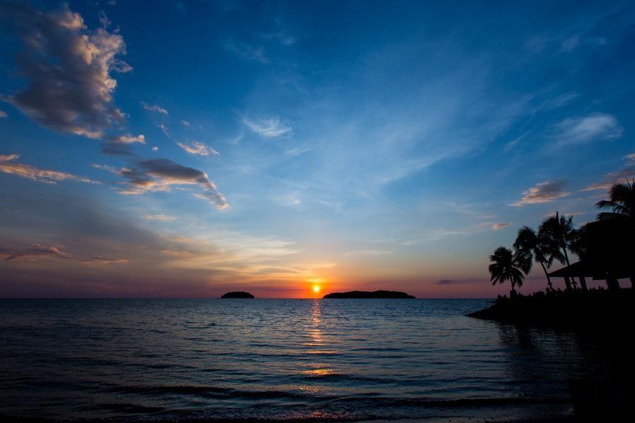 9M6/G3VYI Sunset, Shangri-la's Tanjun Aru beach, Kota Kinabalu, Malaysia.