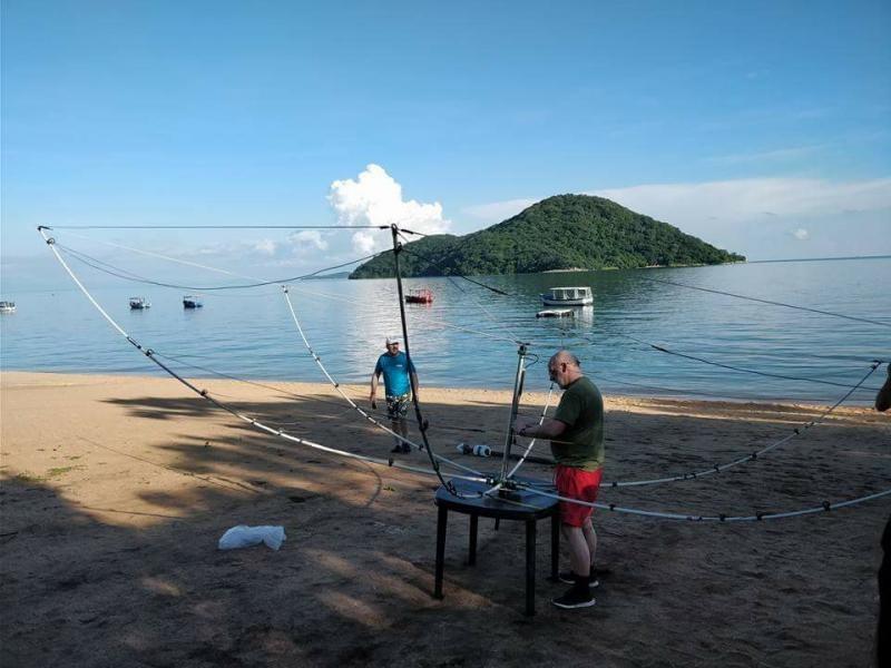7Q7EI Sunrise, Malawi. Antenna installation.