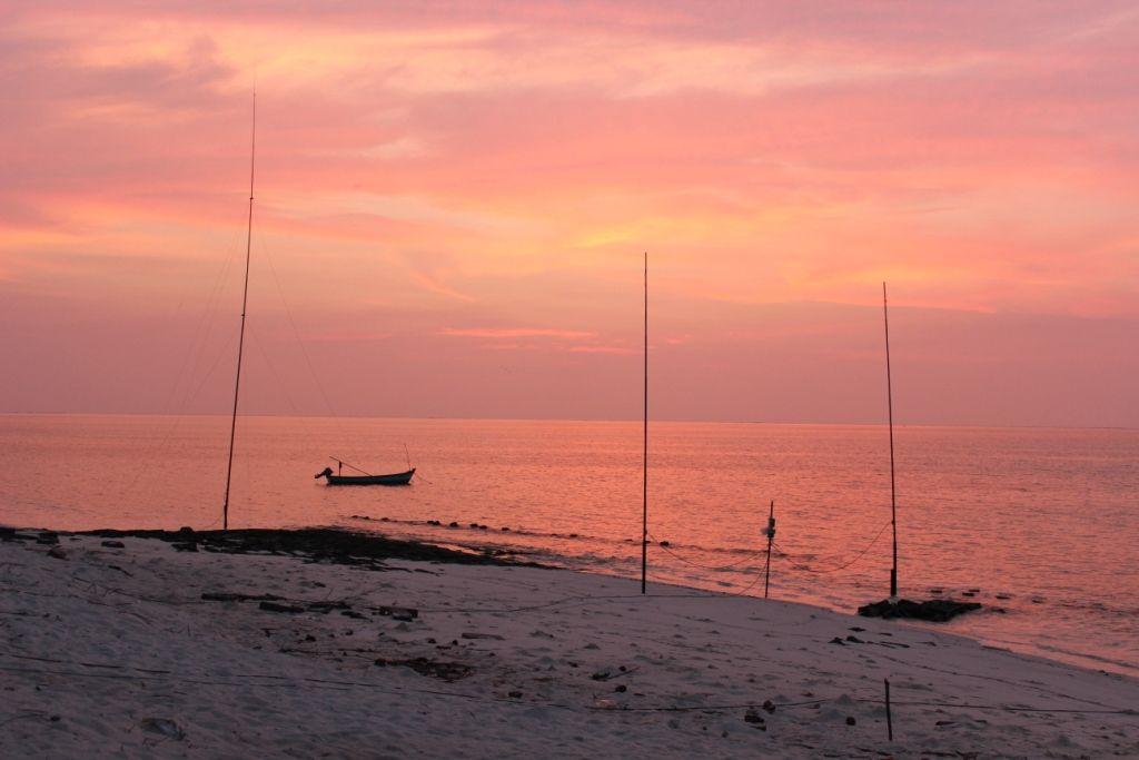 Остров Агатти VU7AG Вертикальные антенны пляж