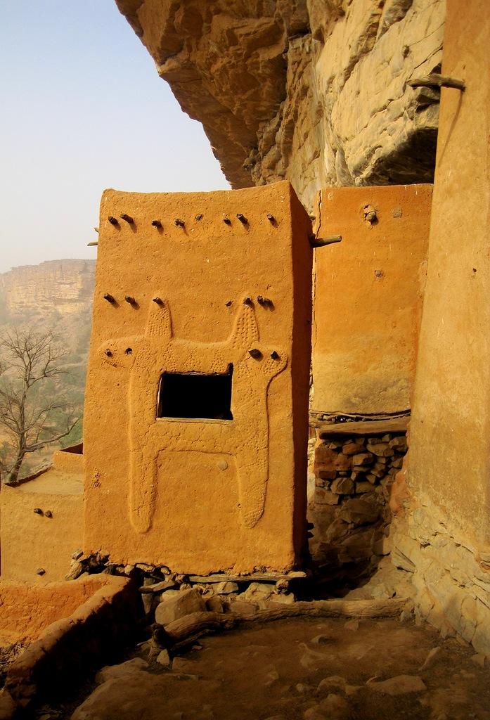 Burkina Faso XT2RJA Dogon