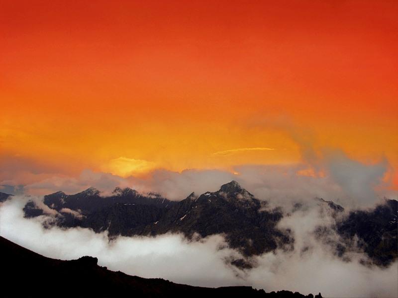 Грузия Гора Казбеги Заход Солнца