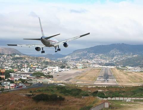Гондурас HR9/NP3J HR9/NP3JA Аэропорт