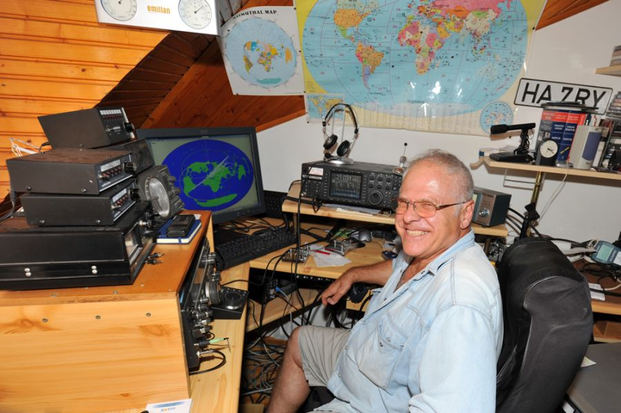 Hungary HA7RY Radio room