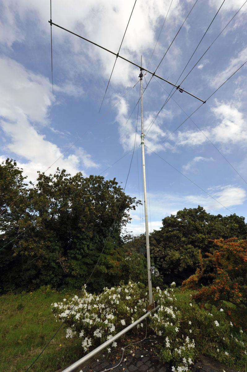 Мадейра CR3L Одна из антенн поставлена перед тестом