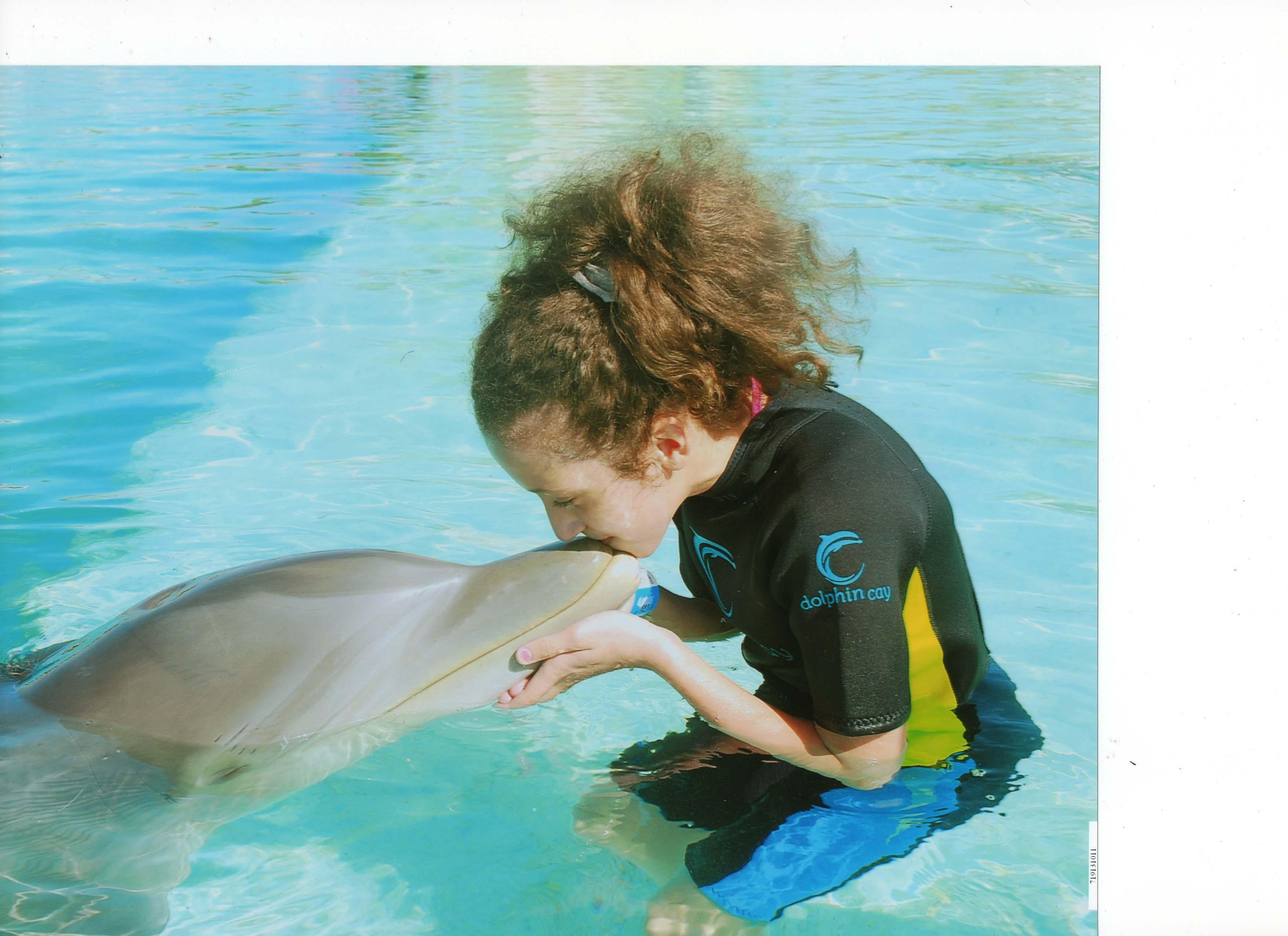 Maria Teimurazova Kiss Dolphin Bahamas Atlantis Hotel