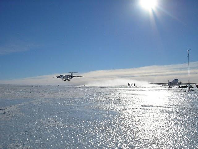 Аэродром Станции Новолазаревская Антарктида RI1ANR Голубой лед
