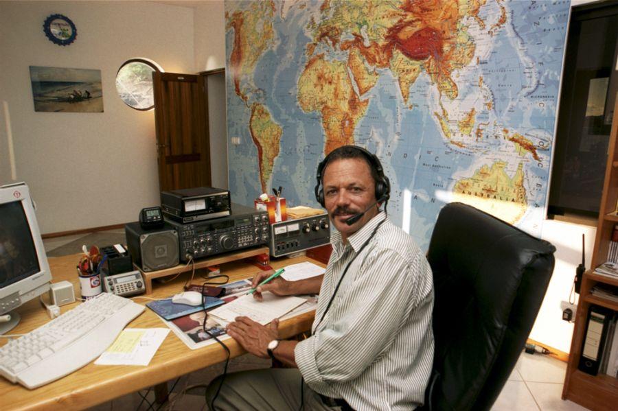 Pulu D44AC 2000 Mindelo Cabo Verde Cape Verde Radio room