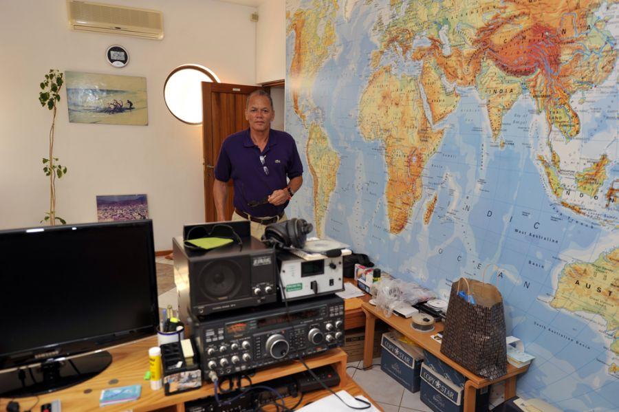 Pulu D44AC 2014 Radio room Mindelo Cabo Verde Cape Verde
