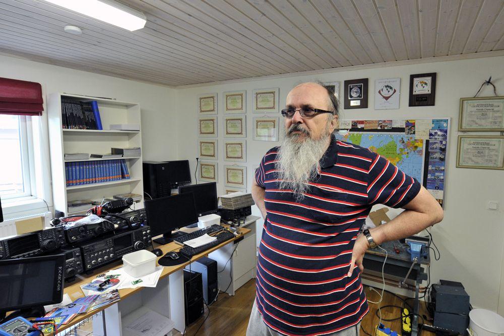 Sweden SM2DMU Radio room