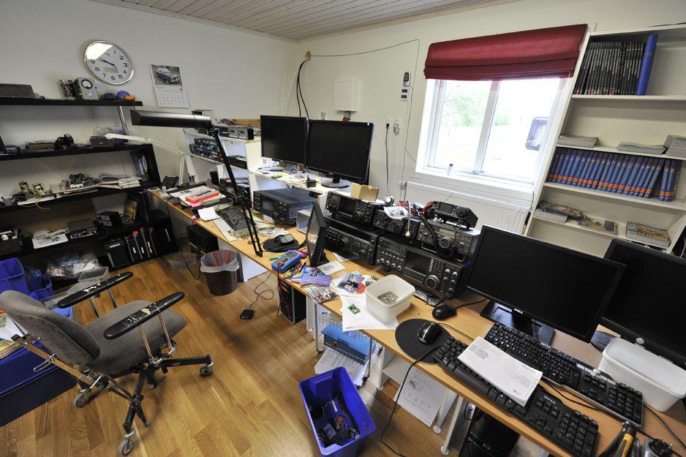 Помещение радиостанции просторное и хорошо оснащенное.