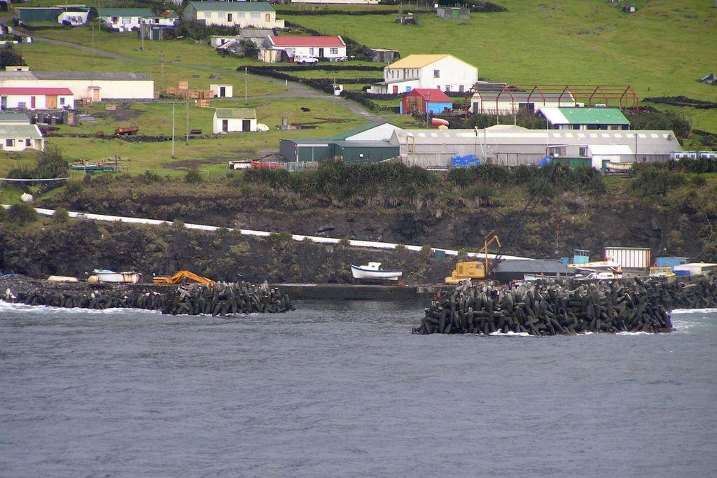 Tristan da Cunha Island ZD9TT DX News