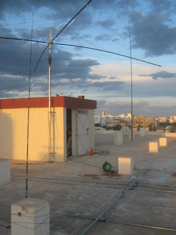 Tunisia 3V3A Vertical