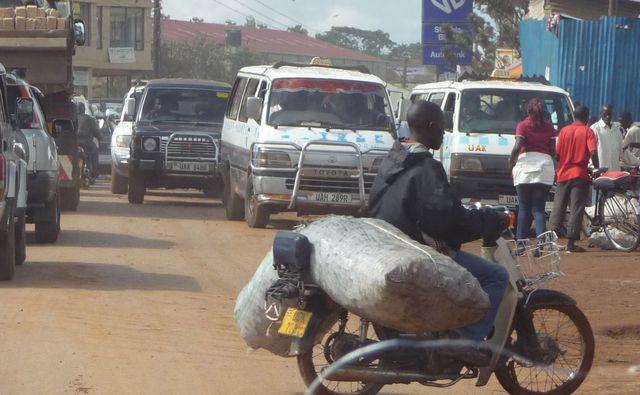 Уганда 5X1RO 12