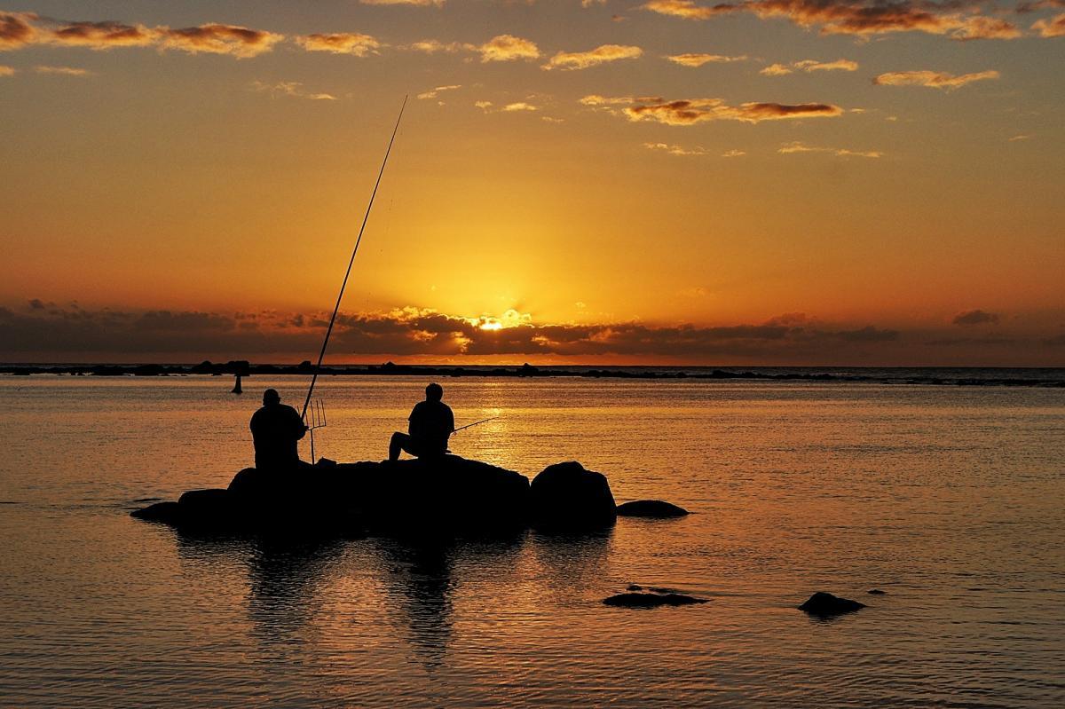 3B8/PA3HGT Остров Маврикий Рыбалка в сумерках