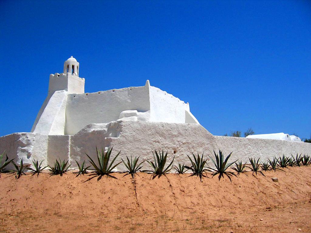 3V8TD Djerba Island Tunisia Tourist attractions spot Mosquée Fadhloun
