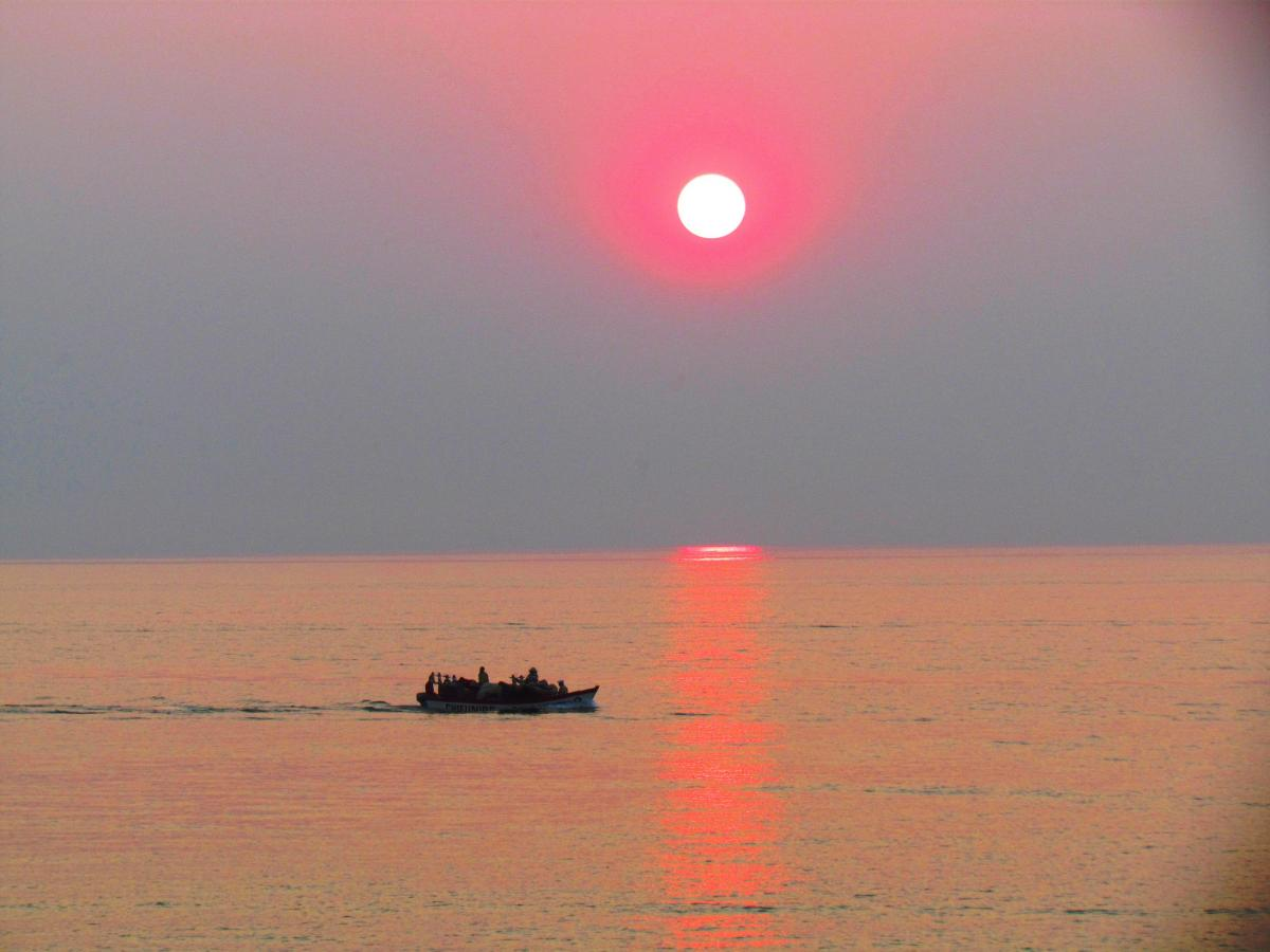 7Q6M Sunrise, Lake Malawi, Malawi.